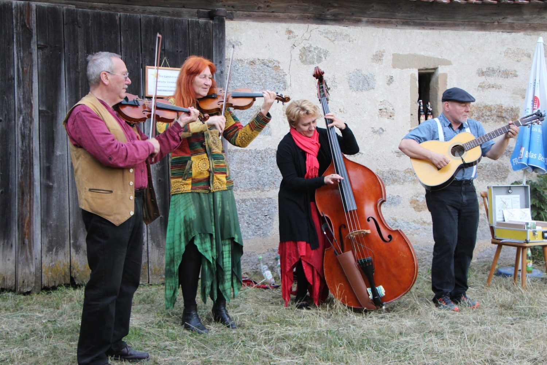 Jochen und Doro beim Volksmusiktag in Mönchsondheim